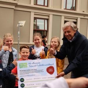 Ed Nijpels en Tweede Kamerleden nemen Kinderklimaatakkoord in ontvangst