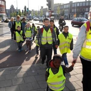 De loopbus en fietsbus naar school